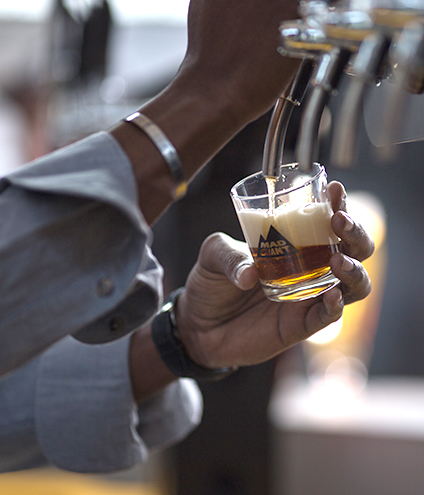 pouring-beer